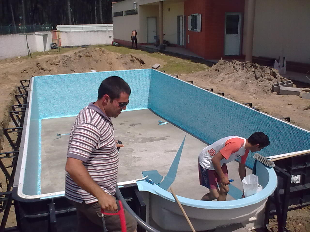 Piscinas brand o constru o piscinas spa 39 s e saunas for Piscinas exteriores